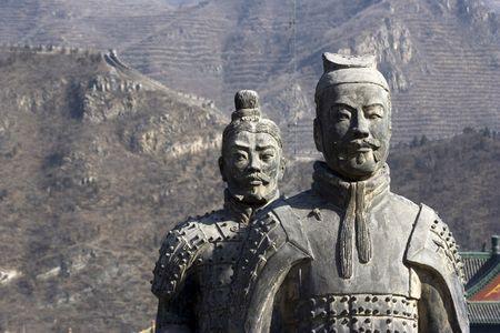 muralla china: Figuras del soldado y de la arcilla de los caballos en China. Editorial