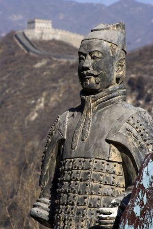 중국에서 군인과 말 점토의 피규어.