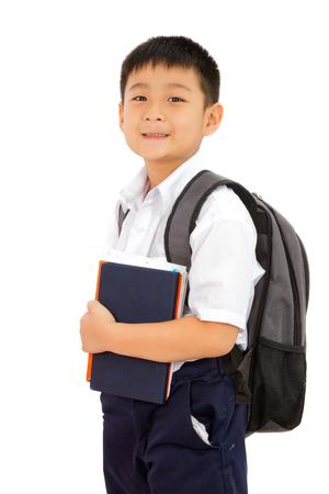ni�o con mochila: Asi�ticos escuelita muchacho la celebraci�n de libros con la mochila en el fondo blanco