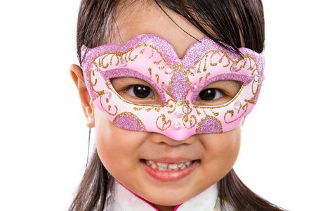 petite fille avec robe: Asian Little Girl chinoise portant un masque isol� sur blanc Bakground Banque d'images