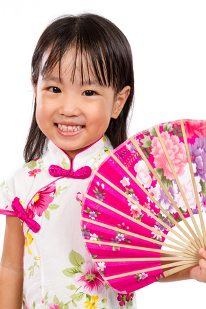 mignonne petite fille: Asian Little Chinese Girl Holding Oriental Fan isolated on White Bakground
