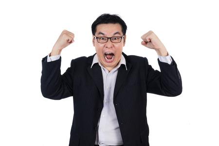 怒っているアジア中国男は身に着けているスーツと保持分離ホワイト バック グラウンドで拳の両方。