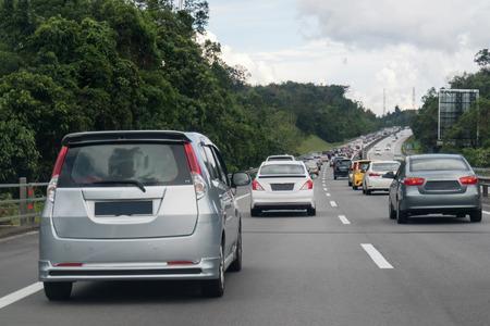 マレーシア北南高速道路の途中で渋滞。