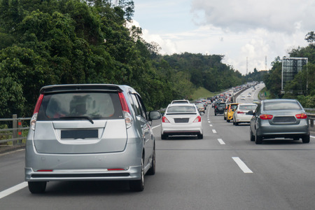 Vliegtuig in het midden van Maleisië North South Highway.