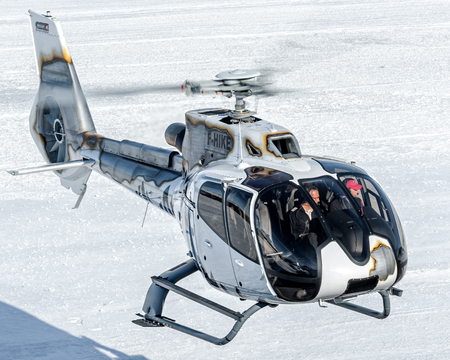 Landing at Courchevel Heliport this EC130 with fantastic colors! Éditoriale