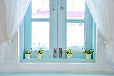 gordijn door een raam Stockfoto