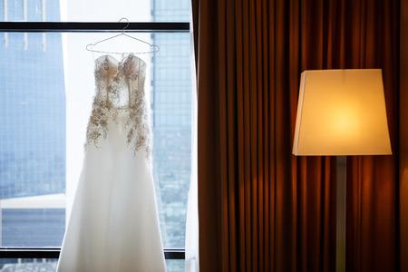 White Wedding dress on a shoulders, before ceremony Lizenzfreie Bilder
