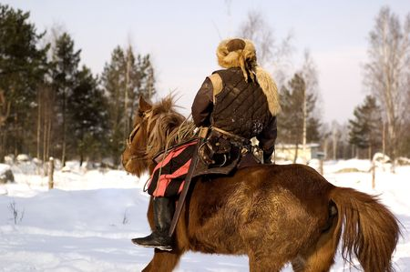 vikingo: Escandinavos recreaci�n. Viking en el caballo Foto de archivo