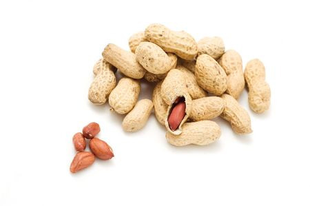 groundnut: groundnut with shells on the white background