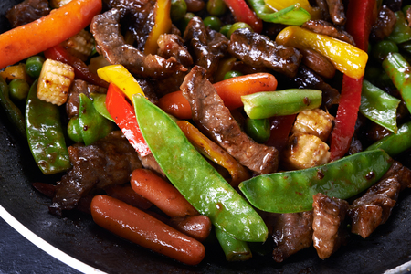 to stir up: pan with stir fried beef and vegetables close up Stock Photo