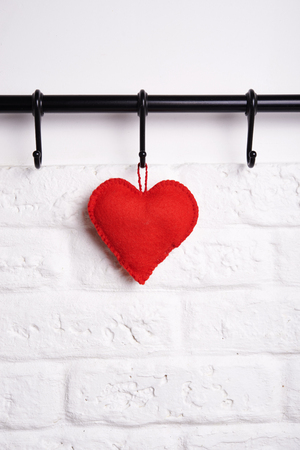 trabajo manual: red felt heart on rank for kitchen utensils. romantic concept
