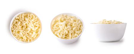 ciotola di mozzarella grattugiata isolato su sfondo bianco Archivio Fotografico