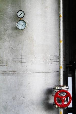 metering: Temperature and pressure gauge
