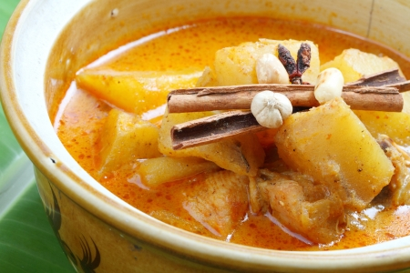 beef curry: Muslim-style curry with chicken and potatoes, Mussaman curry