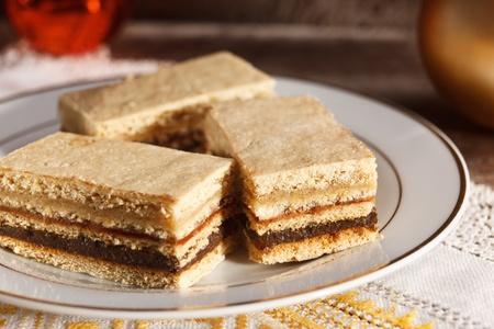porcion de torta: pastelería tradicional cremosa