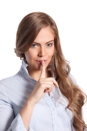 guardar silencio: Mujer que muestra tranquila estancia dedo en los labios