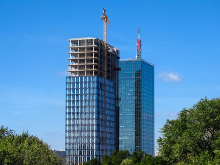 Belgrade, Serbia, September 27, 2019. Skyscraper construction site. Finishing of the second tower USCE 2. 版權商用圖片 - 137381915