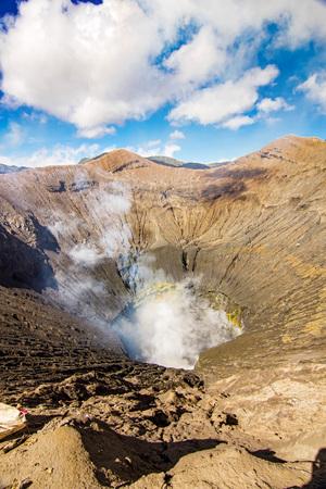 Active Bromo volcano mountain hole with sulfur gas and smoke Foto de archivo