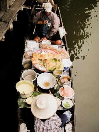 march� flottant: Pad Thai sur le march� flottant