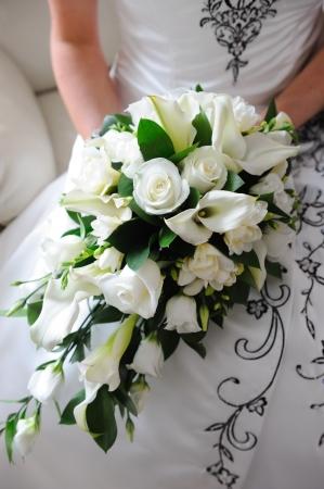 Brautstrauß ist weiße Rosen. Standard-Bild - 11596106