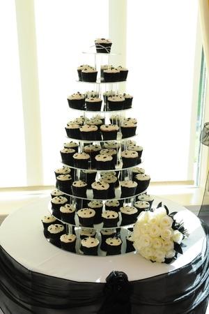 Cup Cakes auf dem Display auf einer Hochzeitsfeier. Standard-Bild - 11596197