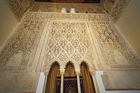 Toledo, España, 10 de mayo de 2017. Interior de Sinagoga del Tránsito (sinagoga), Toledo, España. Este es un ejemplo de la cultura judía en España Foto de archivo - 89568225