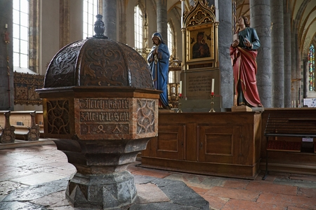 Interior of St. Mary church built for silver mine workers in Schwaz, Tyrol, Austria Banque d'images - 106646806