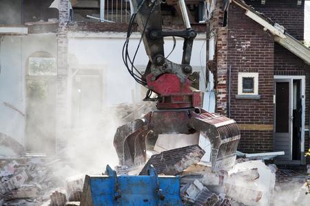 grab: Demolishing an abandoned house with a grab
