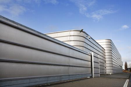 Well secured metal industrial building Imagens
