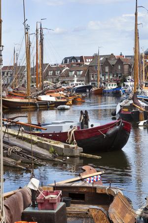 ruder: Traditionelle Boote im Hafen des Dorfes von Spakenburg in den Niederlanden.