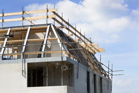 Bouw van de bovenste verdieping van een huis in Nederland