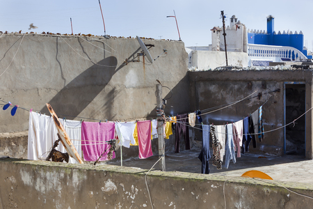 Roof with washing line in the medina or Essaouira in Morocco Stockfoto