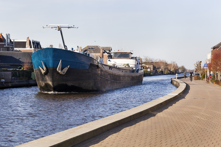 Barge on the river Gouwe in Boskoop in the Netherlands Stockfoto