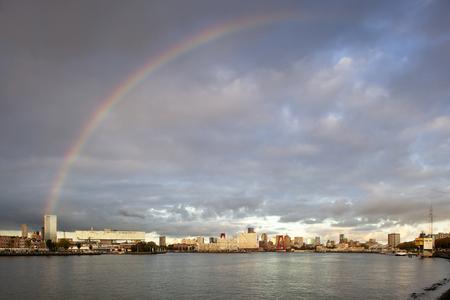 Rotterdam skyline rainbow Redactioneel