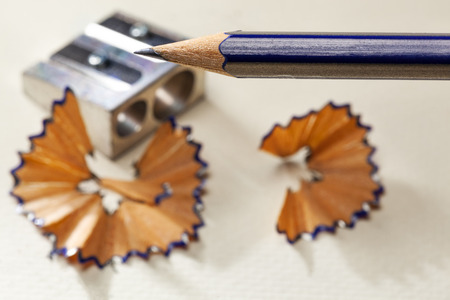 Sharpened pencil with a metal sharpener in the background Stockfoto