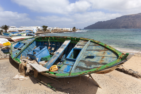 Dirty old weathered broken boats at the coast of Caleta de Sebo on the island La Graciosa of Lanzarote 스톡 콘텐츠