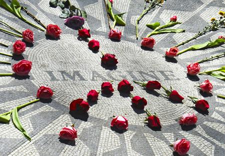 the beatles: Monument to the Beatles singer John Lennon in Central Park, New York