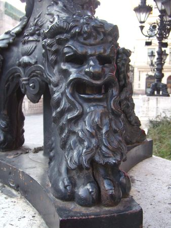 socle: testy face of lion on lamppost base, Budapest