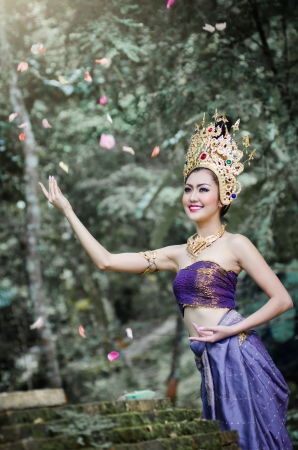 national costume: Thai women in Thailand national costume