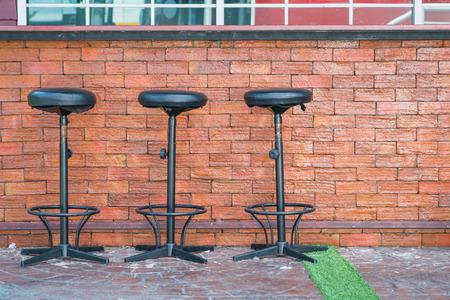 屋外バー カウンターとバーをスツールします。