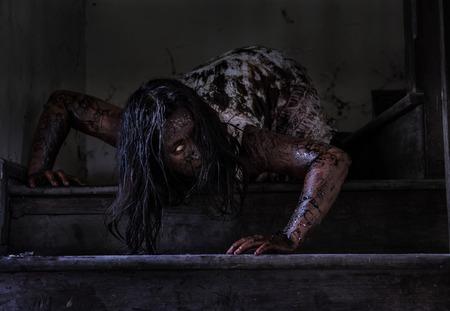 Zombie girl in haunted house Archivio Fotografico