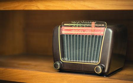 Vieux rétro radio Banque d'images - 37663893