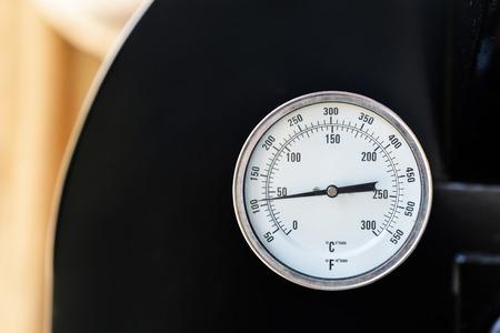rain gauge: C�rculo term�metro, temperatura Foto de archivo