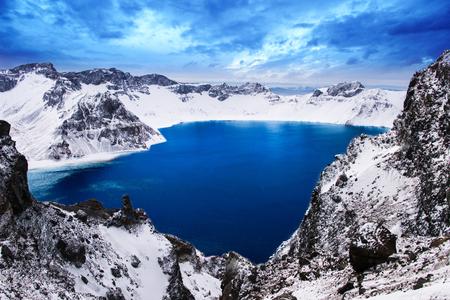 중국 길림성 장백산 겨울의 아름다운 호수 스톡 콘텐츠
