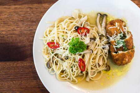 The Italian spaghetti with mushroom and fried chicken