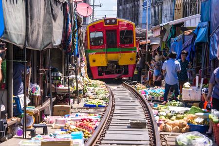 Samut Songkhram, Thailand-SEP 12,2017: The famous railway market or folding umbrella market at Maeklong, Thailand, One of famous market landmark in Thailand. Editoriali