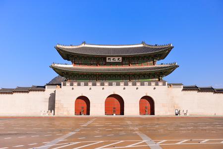 SEOUL, SOUTH KOREA - NOV 14, 2017 : The main gate of  Gyeongbokgung Palace was the main royal palace of the Joseon dynasty in Seoul, Korea