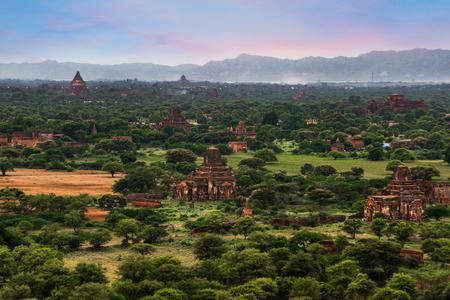 Landscape view of ancient temples, Old Bagan, Myanmar (Burma) Banco de Imagens