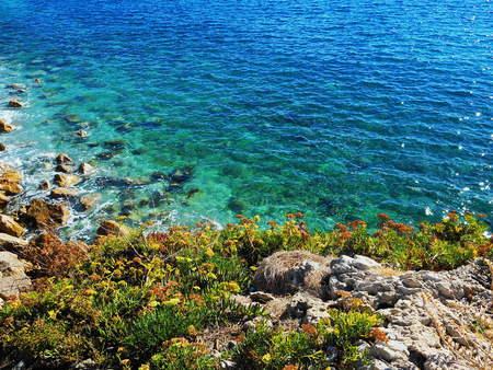 맑고 푸른 물 (지중해)와 아름 다운 이국적인 해변. 스톡 콘텐츠