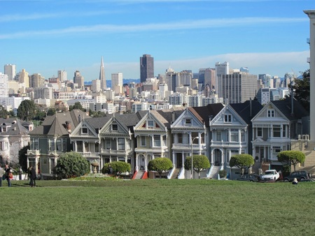 rowhouses: SAN FRANCISCO, CAUSA - Dec. 31, 2012: Iconic Painted Ladies rowhouses with downtown San Francisco in the background
